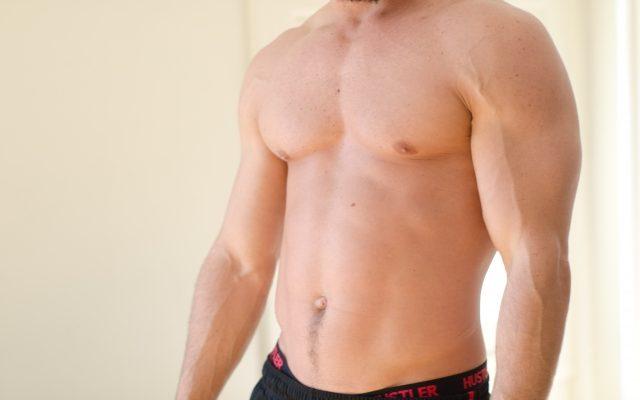 男らしい胸になる筋トレ方法!自重で筋肉量UP!カットを作るためには?