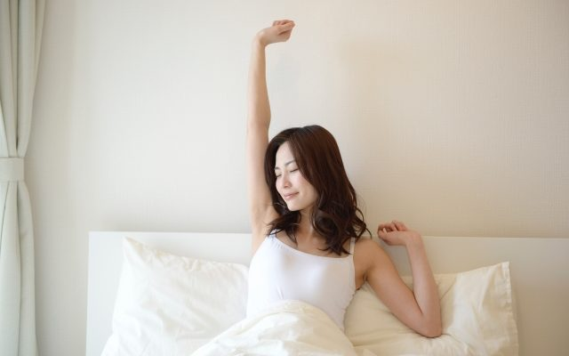 パーソナルトレーニング中、寝る前にプロテインを飲むのは良いのか?
